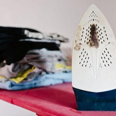 Как почистить утюг от пригоревшей ткани