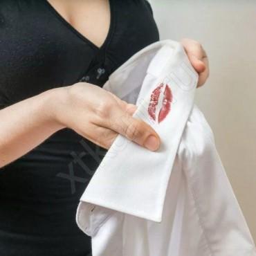 Как отстирать помаду с одежды