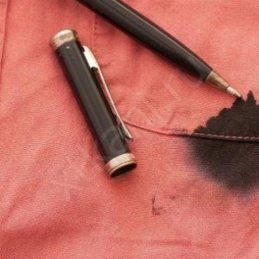 Чем и как отстирать ручку с одежды